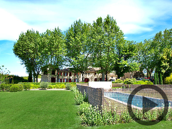 Cairanne, charming holiday rental at vineyard, sleeps 12, private pool - Video