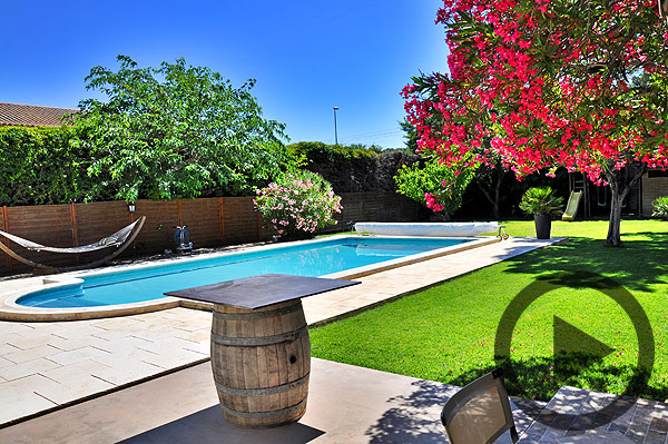 Holiday rental with private pool for holidays near Avignon, Provence. - Video