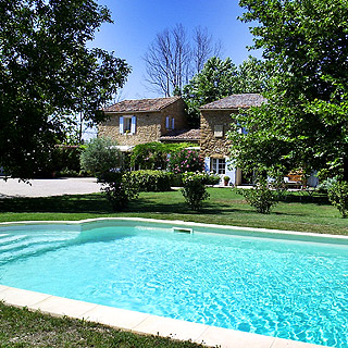 Provence, Vaucluse, charming holiday rental sleeps 2 to 4 with pool, bedroom with airconditioning