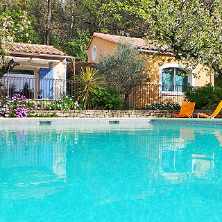 Holiday rental with pool in Eyragues in Provence