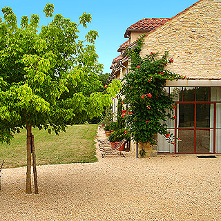 Perigord Noir, charming holiday rental sleeps 5 with heated private pool