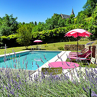 Holiday cottage with heated pool for holidays in Dordogne