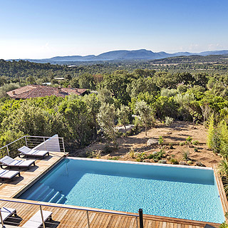 Holiday villa sleeps 8 with sea view and private pool at 10 minutes from Porto-Vecchio