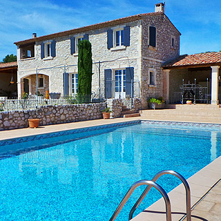 Farmhouse with enclosed pool for holidays in Maussane les Alpilles