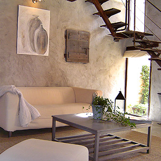 Lioux, Luberon, charming cottage with garden in small village for 3 people