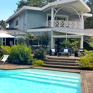 Villa with pool for holidays in the vineyards of Pessac Léognan near Bordeaux