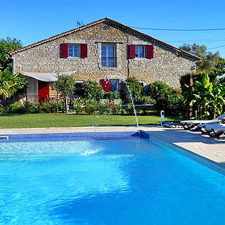 Holiday farmhouse with pool near Barjac