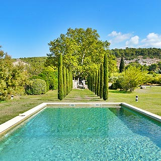 Provencal farmhouse with heated pool sleeps 16 in Taillades, Luberon