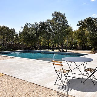 Bonnieux, Luberon, holiday villa with pool sleeps 6