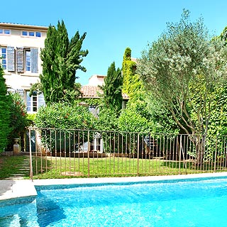 Holiday rental with pool in Lambesc, between Alpilles and Luberon, 30 minutes from Aix en Provence, sleeps 10